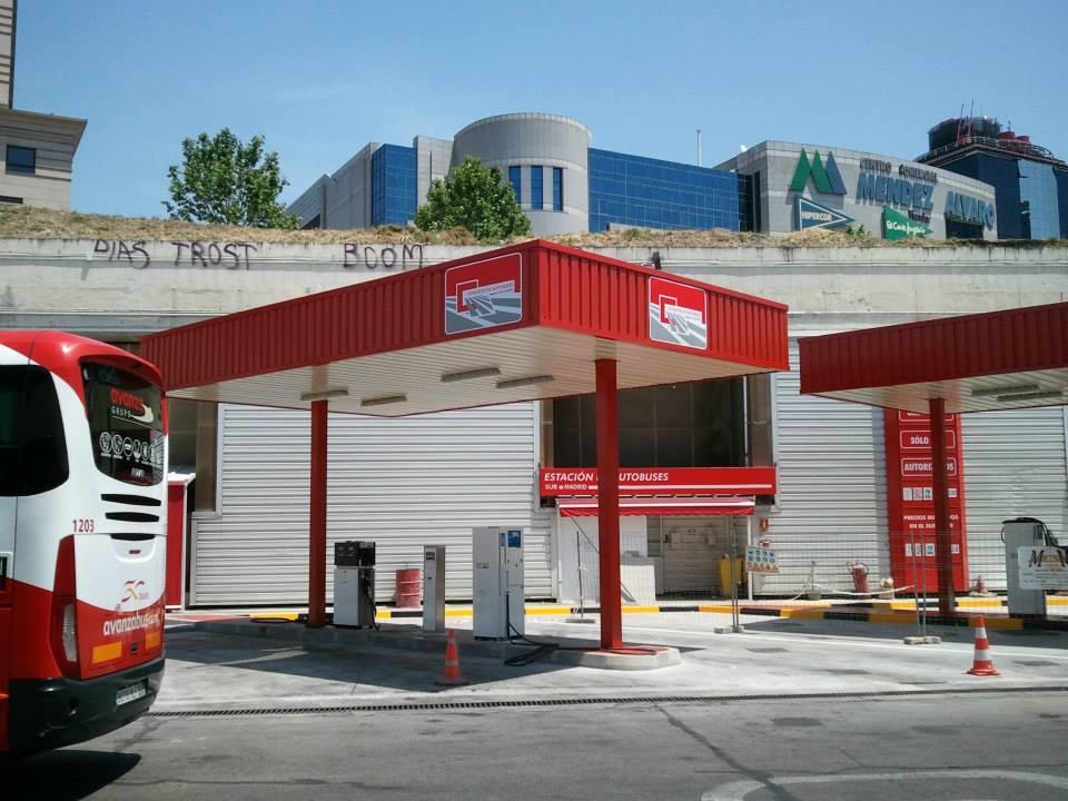 marquesina especial de gasolinera de autobuses en la estacion sur