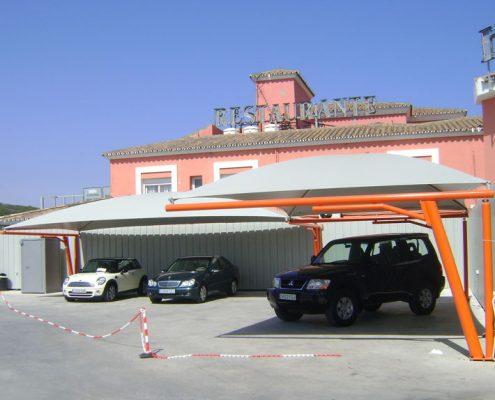 EUROPA PREFABRI- Cubiertas textiles en el parking de un restaurante