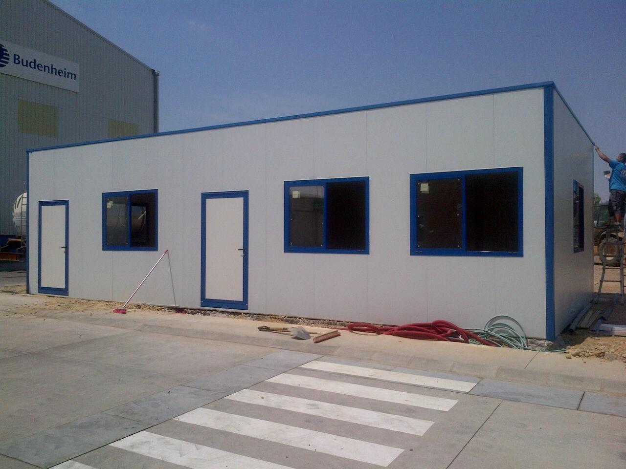 Oficinas modulares con estructura oculta prefabri for Construccion de oficinas modulares