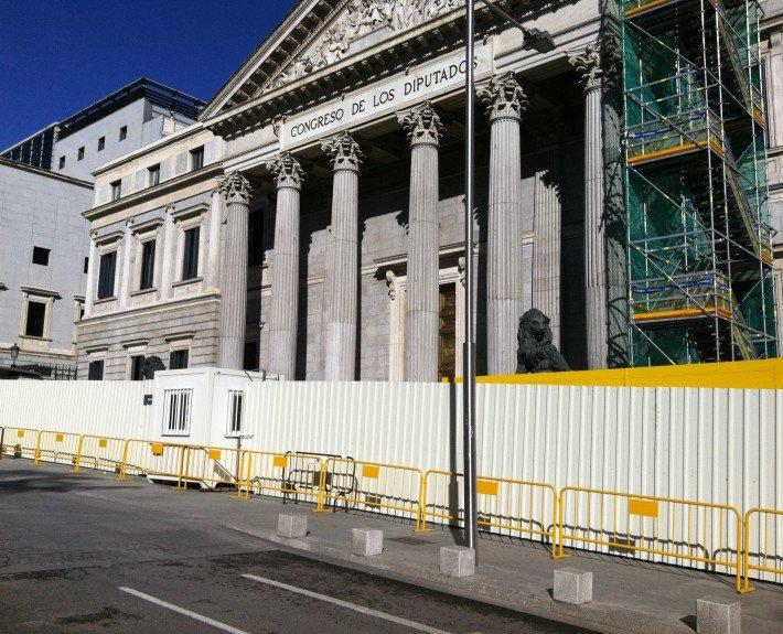 vallas de obra peatonales metálicas en el Congreso de los Diputados
