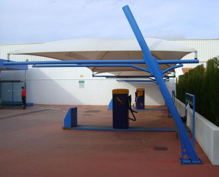 EUROPA PREFABRI- Cubiertas textiles en una estación de servicio