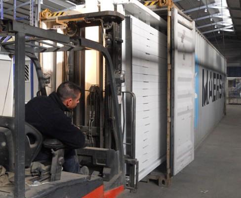EUROPA PREFABRI- Transporte de Módulos Kit en un contenedor
