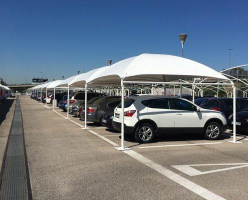 Carport tissu tendue pour parking installé à l'aéroport Adolfo Suárez Madrid Barajas