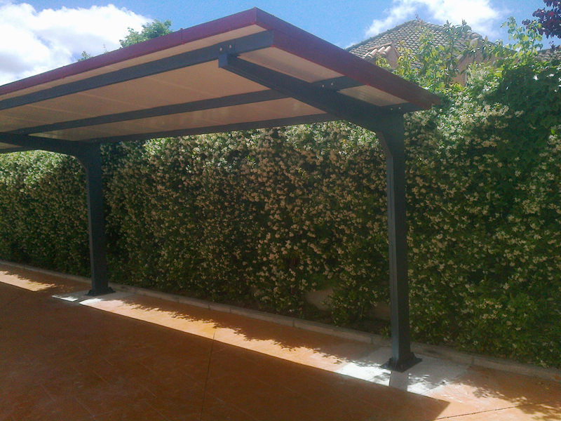 marquesinas-de-parking-para-chalets-modelo-cubierta-panel-imitacion-teja