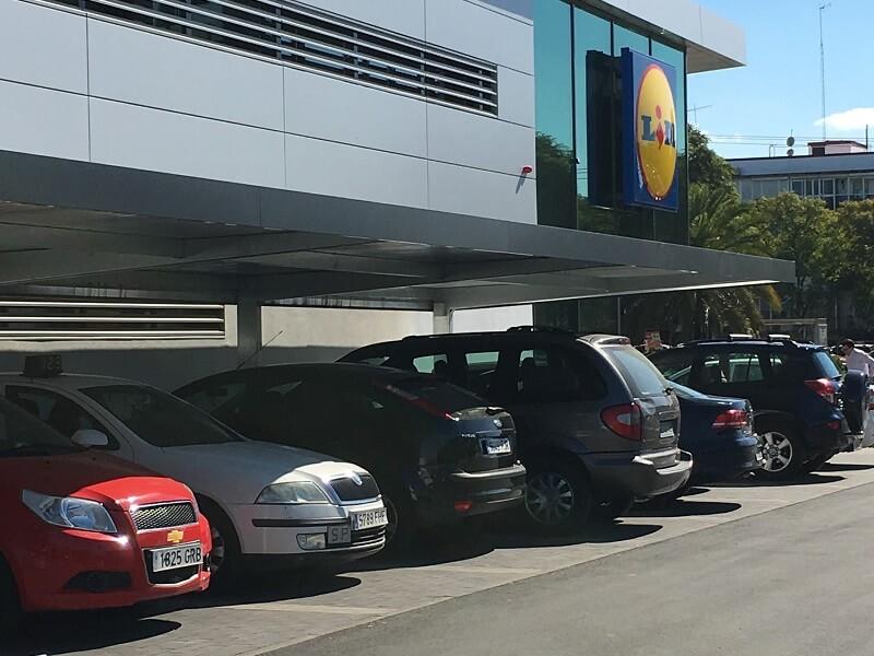 Abris parking pour Lidl avec couverture en panneaux sandwich | ET Europa